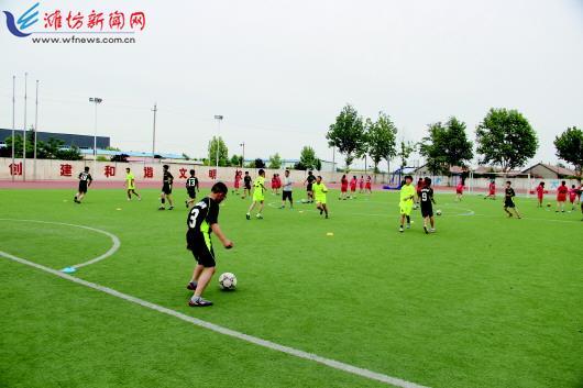 大力发展足球社团 努力创建特色学校